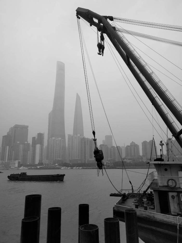 180106.river_boat_crane_skyline.ernestoxmueller.com.IMG_BIG_SIZE_180108_081631
